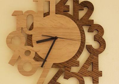 CNC isfrezuotas laikrodis